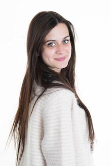 Mulher bonita com cabelo longo e reto. levantamento do modelo de forma