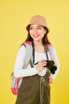 Mulher bonita com chapéu panamá