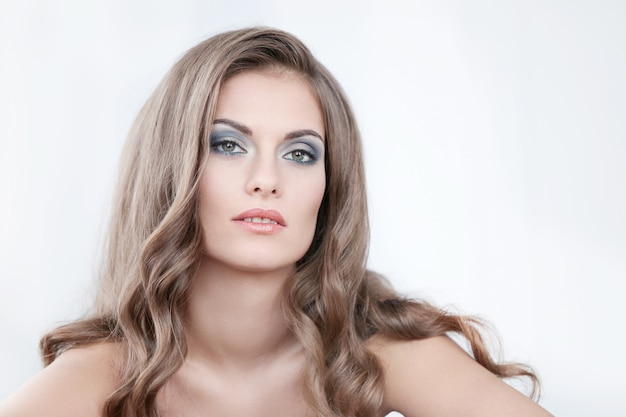 Mulher bonita com maquiagem