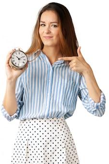 Mulher bonita com o relógio