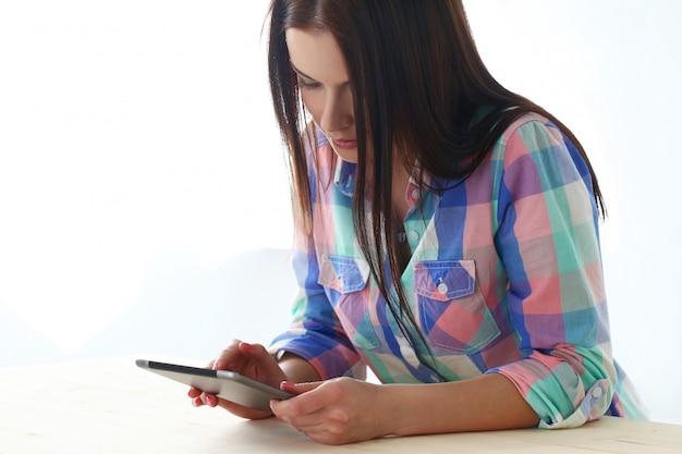 Mulher bonita com tablet