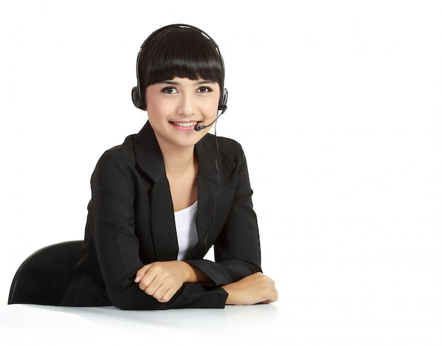 Mulher bonita de operador de serviço ao cliente com fone de ouvido