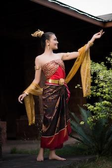 Mulher bonita, desgastar, típico, vestido tailandês