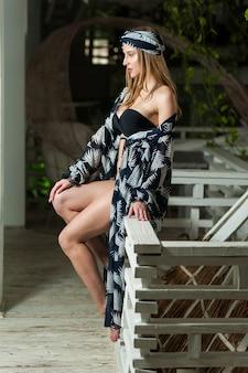 Mulher bonita em moda praia