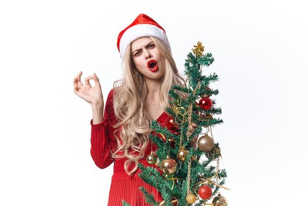 Mulher bonita feriado decoração de natal árvore de natal luz de fundo