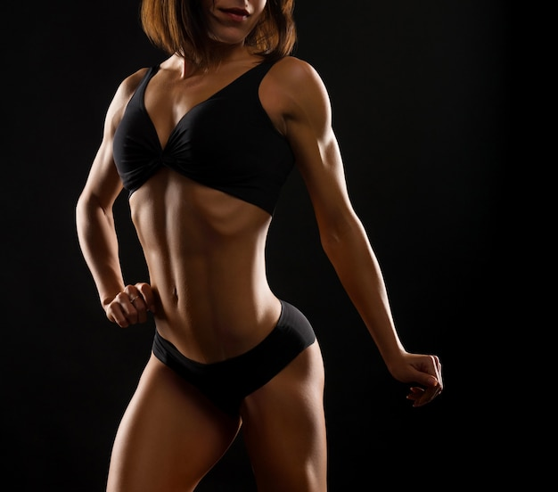 Mulher bonita fitness no estúdio