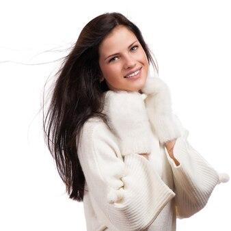 Mulher bonita inverno isolado no branco