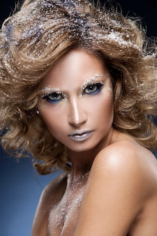 Mulher bonita maquiagem