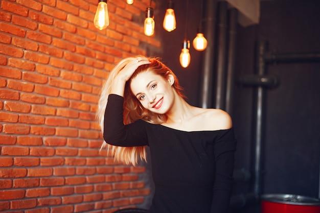 Mulher bonita no estúdio