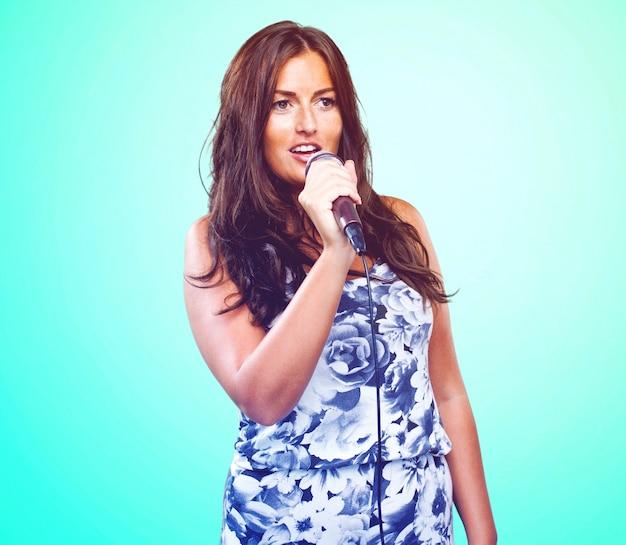 Mulher cantando bonita
