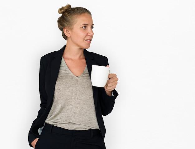 Mulher caucasiana, café, sorrindo