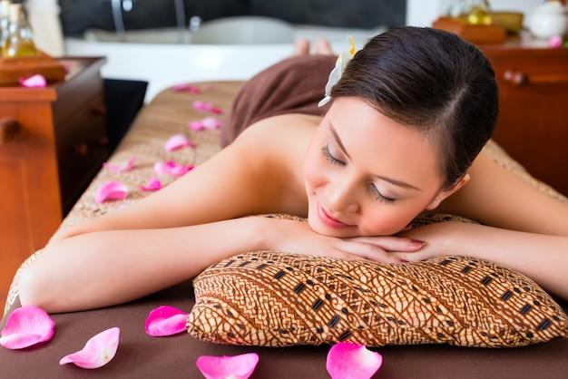 Mulher chinesa, tendo, wellness, massagem