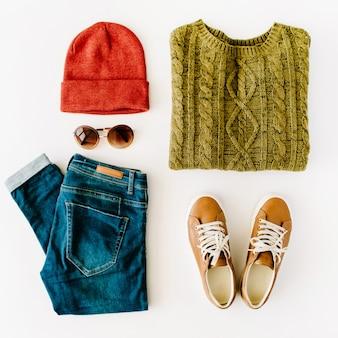 Mulher colagem de roupas de outono e inverno em branco