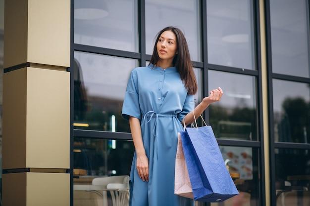 Mulher, com, bolsas para compras