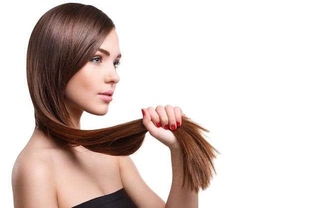 Mulher com cabelo comprido bonito