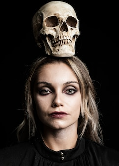 Mulher, com, cabelo loiro, e, cranio
