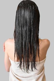 Mulher com cabelos tingidos