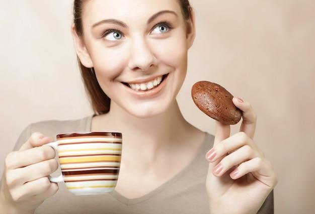 Mulher, com, café, e, biscoitos