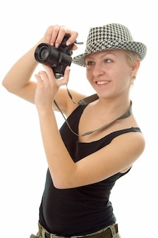 Mulher com câmera fotográfica em branco