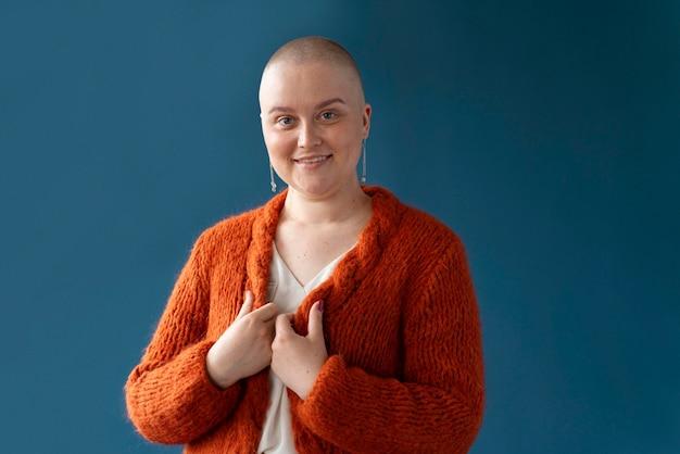 Mulher com câncer de mama posando