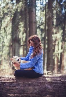 Mulher, com, cão, ao ar livre