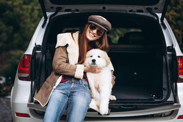 Mulher, com, cão, carro