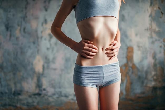 Mulher com cintura fina, perda de peso, anorexia