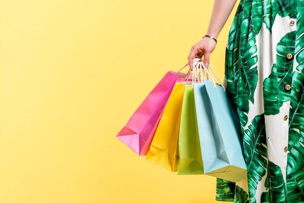 Mulher, com, coloridos, bolsas para compras