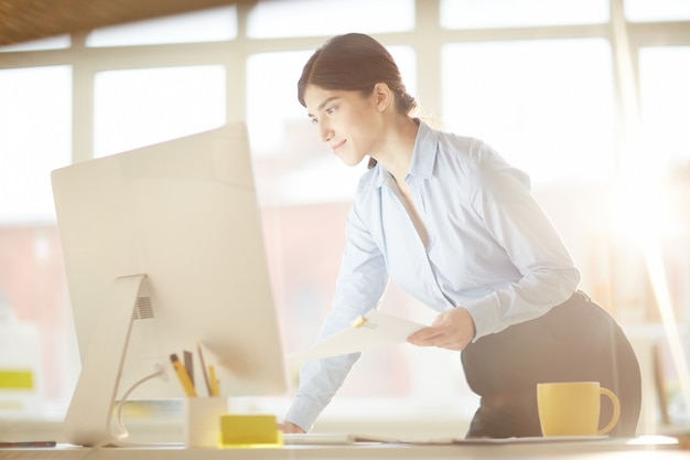 Mulher com computador