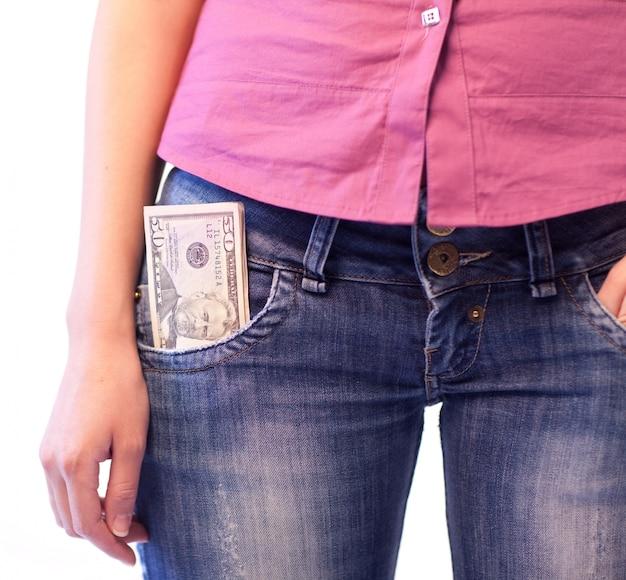 Mulher com dólares no bolso