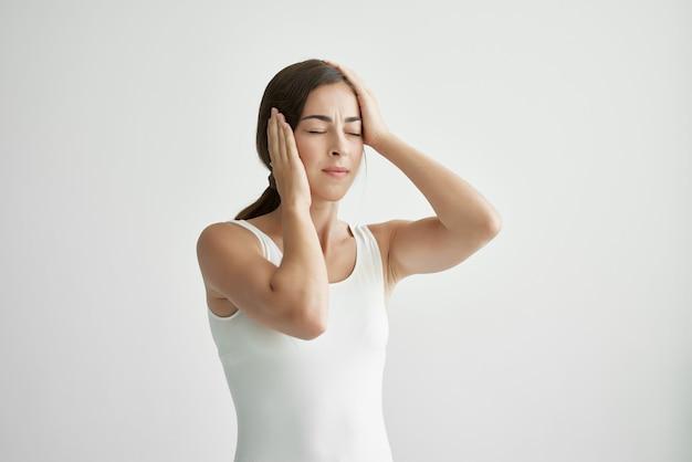 Mulher com dor de cabeça, depressão, estresse, problema de saúde, enxaqueca