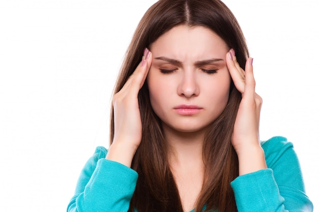 Mulher com dor de cabeça, enxaqueca, estresse, insônia, ressaca
