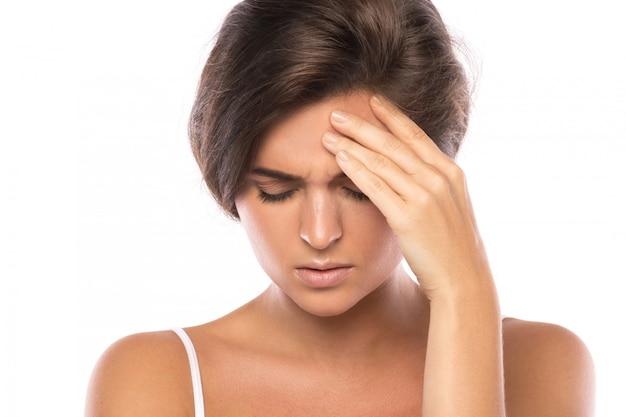 Mulher com dor de cabeça