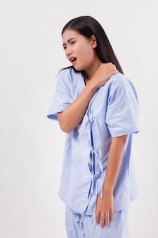 Mulher com dor no ombro ou pescoço, rigidez, lesão, síndrome do escritório