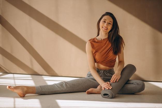 Mulher, com, esteira yoga