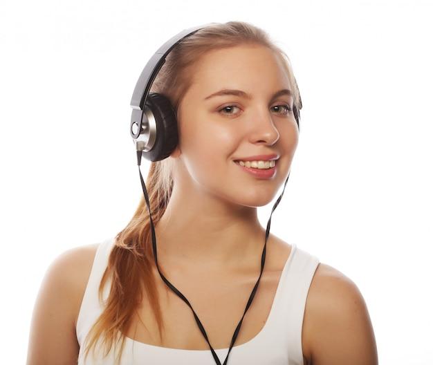 Mulher com fones de ouvido, ouvindo música. música adolescente menina isol