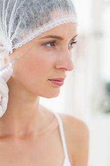 Mulher com injeção de botox