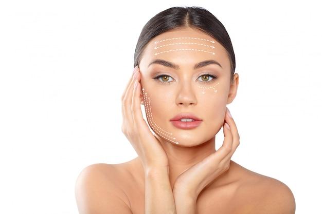 Mulher com linhas pontilhadas no rosto