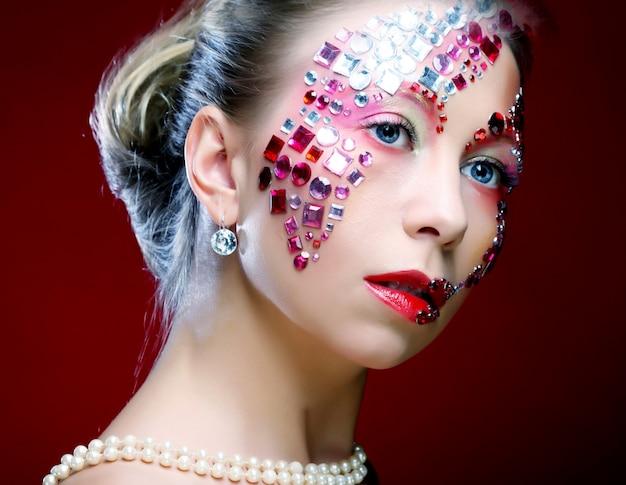 Mulher com maquiagem artística. imagem de luxo.