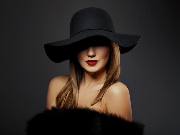 Mulher com maquiagem linda