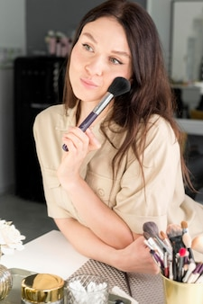 Mulher com maquiagem