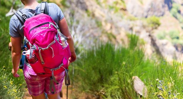 Mulher com mochila