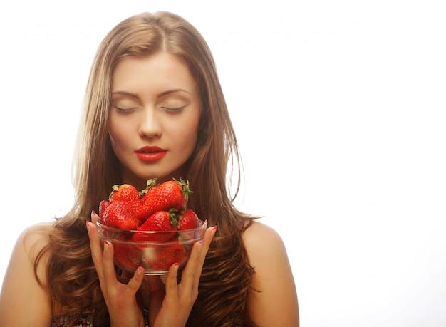 Mulher com morangos