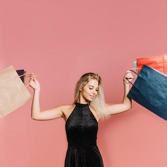 Mulher, com, muitos, bolsas para compras