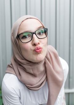 Mulher, com, óculos, e, hijab