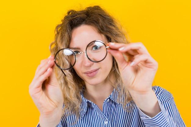 Mulher com óculos