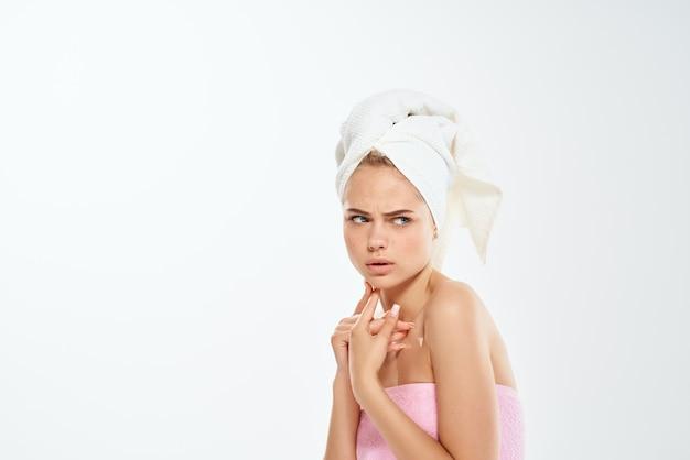 Mulher com ombros nus, acne, tratamento, espinha, estúdio, closeup