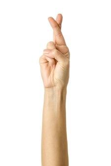 Mulher com os dedos cruzados a gesticular isolado no branco