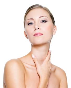 Mulher com pescoço saudável