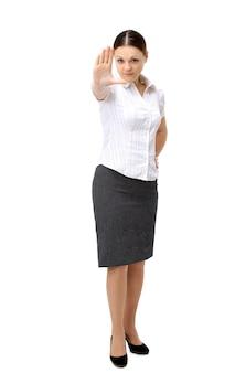 Mulher com raiva sinalizando sinal de parada, isolado no branco